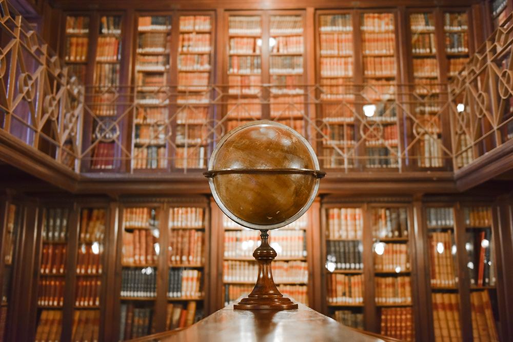 Visitamos La Biblioteca Arús Y La Colección Sherlock Holmes