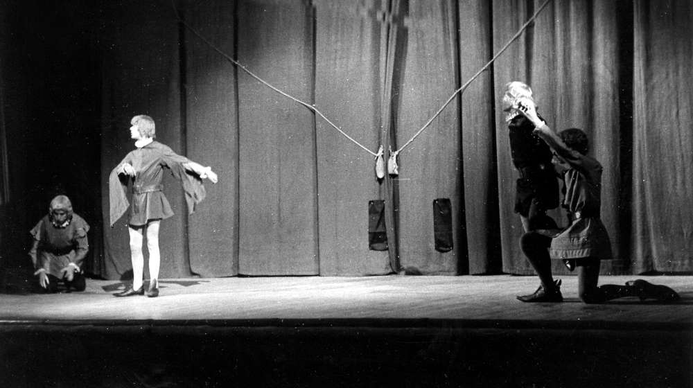 """Visita Comentada A L'exposició """"Antoni Tàpies. Teatre"""""""