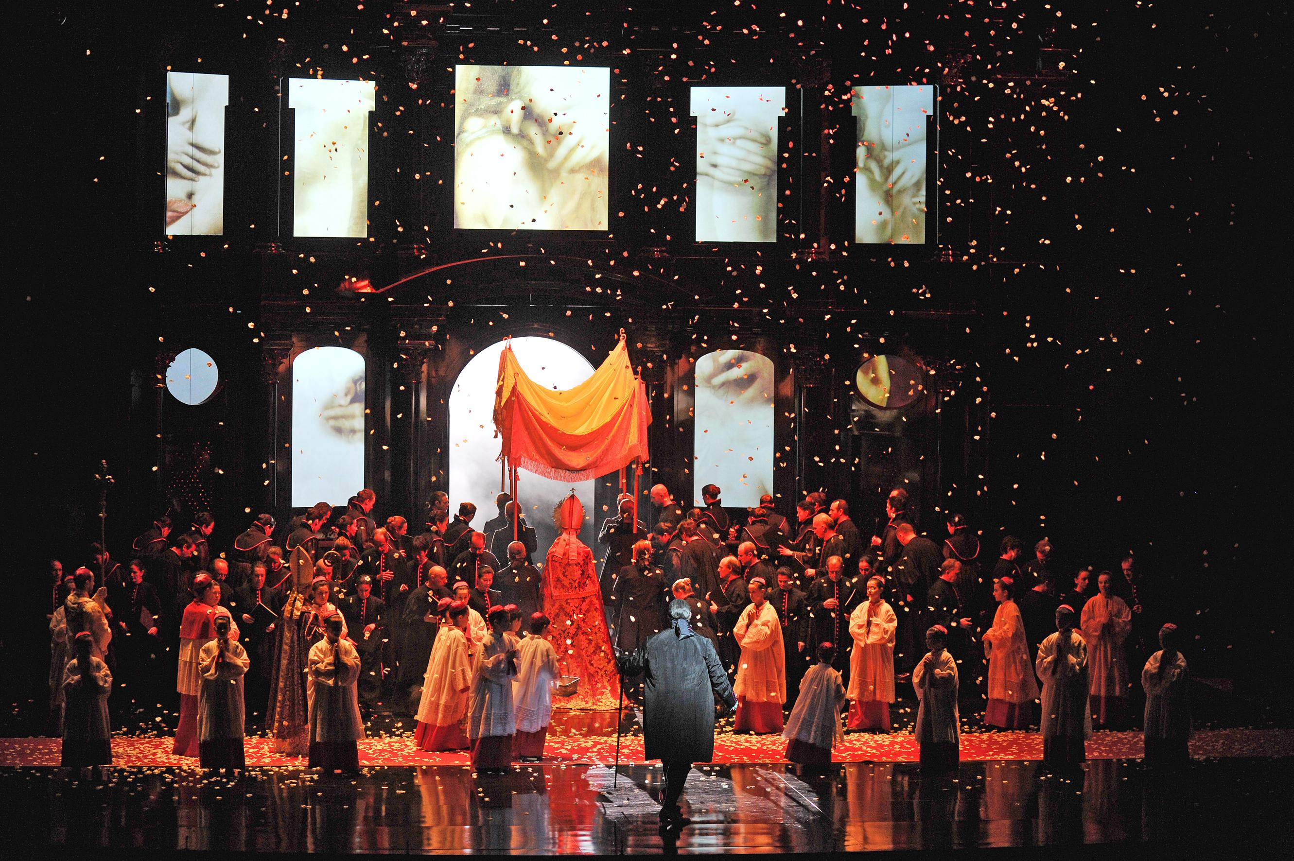 """Projecció A L'entorn De """"Tosca"""""""