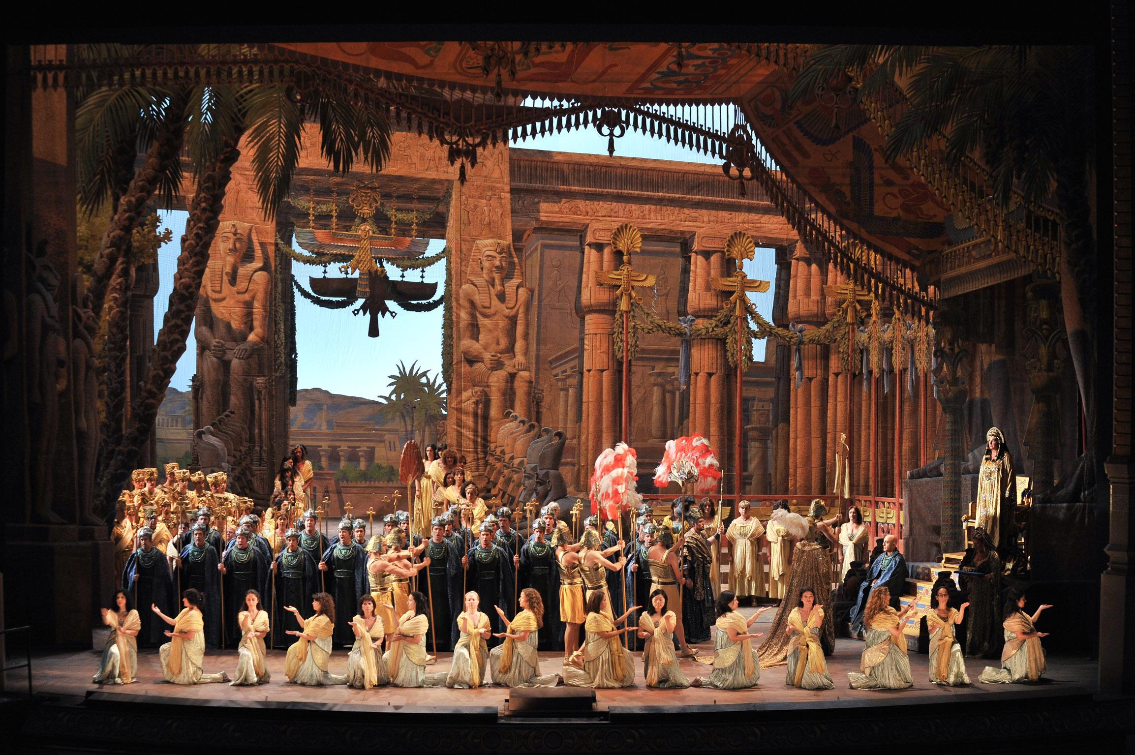 """Projecció A L'entorn D'""""Aida"""""""